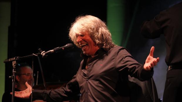 José Mercé durante su actuación en el auditorio municipal de Cabra