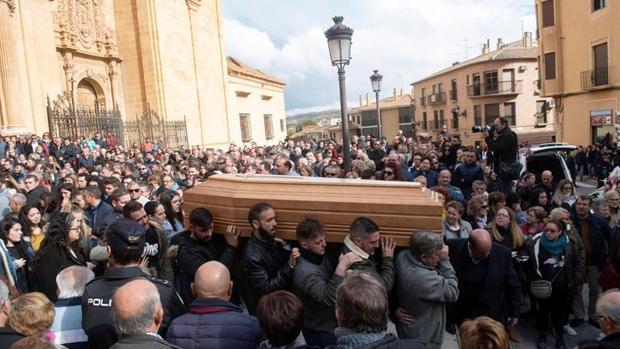 La Catedral de Guadix ha acogido el funeral de los tres fallecidos