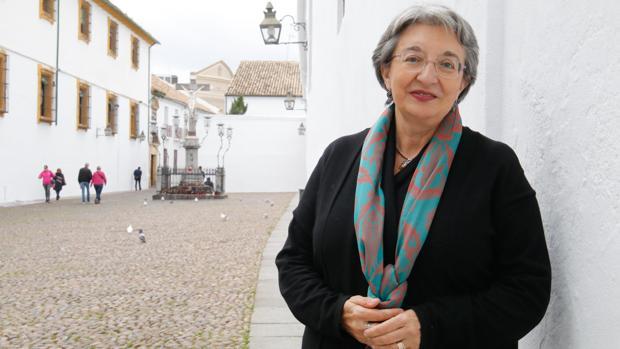 Fuensanta García de la Torre, exdirectora del Museo de Bellas Artes de Córdoba , en la plaza de Capuchinos