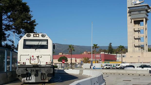 El convoy con el que ha quedado restablecido el tráfico ferroviario de mercancías en el Campo de Gibraltar