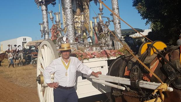 Manuel López Guzmán, hermano mayor de la hermandad del Rocío de Córdoba en el camino