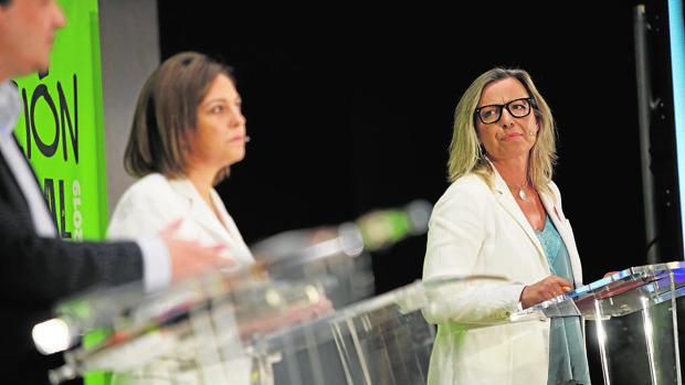 Isabel Ambrosio e Isabel Albás en un debate electoral