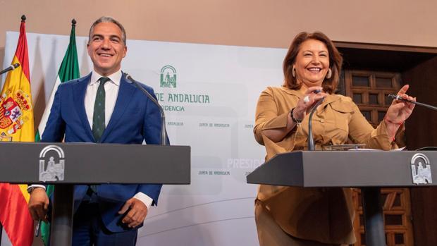 La consejera de Agricultura, Carmen Crespo, y el consejero de Presidencia, Elías Bendodo