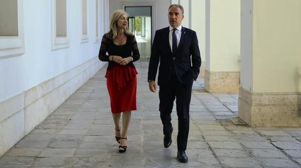 Patricia del Pozo y Elías Bendodo este lunes en el Palacio de San Telmo