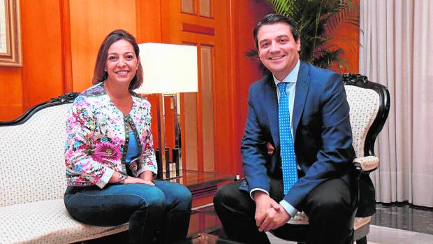 Primer encuentro entre Isabel Ambrosio y José María Bellido con este último como alcalde