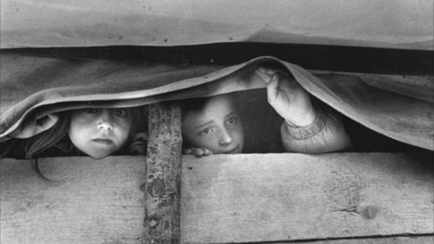 """Fotografía de Gervasio Sánchez, una de las obras que expuestas en «PHES """"La fotografía española se solidariza""""»"""