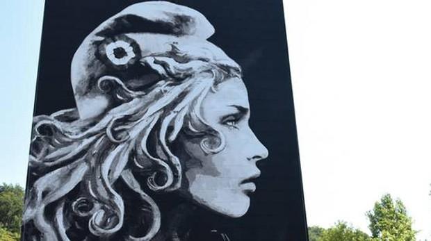 Mural de la nueva Marianne, realizado por la artista callejera franco británica Yseult Digan