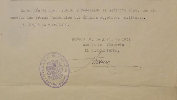 Imagen del parte de la Guerra Civil, con la firma original de Franco y el sello del Cuartel General del Generalísimo - Estado Mayor» todavía intacto. «La guerra ha terminado», dice.