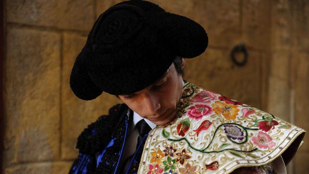 Sebastián Castella en el patio de caballos de la Real Maestranza, antes de torear