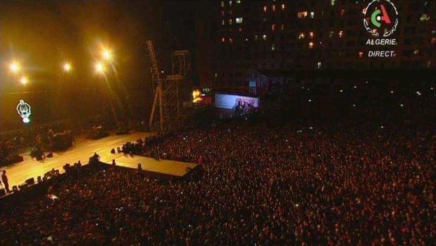 Imagen del concierto del rapero Sooling en Argel, retransmitido por la televisión argelina