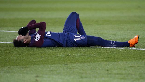 Neymar se lesionó en el encuentro frente a Olympique de Marsella