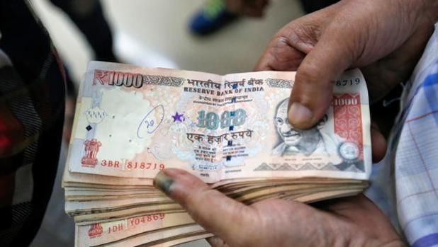 El gobierno de India retiró por sorpresa los billetes de 500 y 1.000 rupias el pasado mes de noviembre (6,5 y 13 euros)