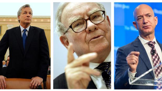 dDe izda a dcha, el consejero delegado de JP Morgan Chase, Jamie Dimon; el inversor y empresario Warren Buffet y el CEO de Amazon, Jeff Bezos
