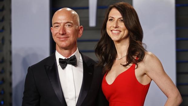 Jeff Bezos, junto a su esposa, Mackenzie Bezos