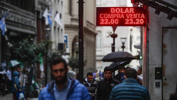 El dolar se disparó y alcanzó su record histórico