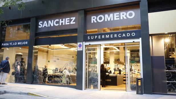Fachada del supermercao Sánchez Romero en el barrio madrilño de Salamanca