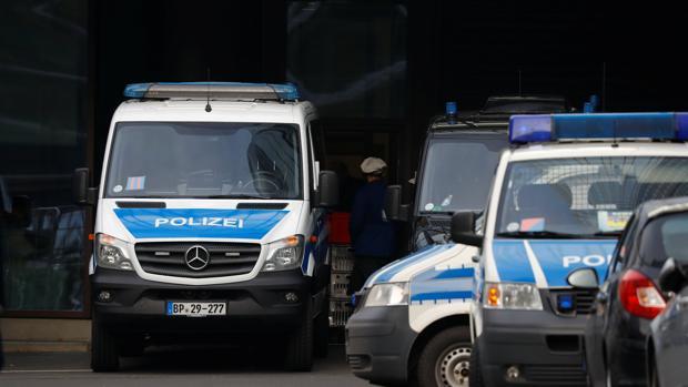 Vehículos de la Policía alemana en las oficinas centrales de Deutsche Bank