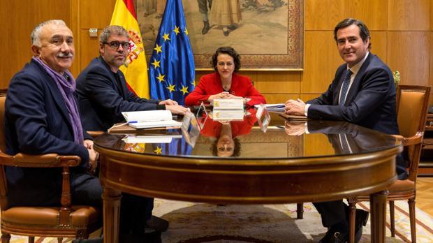 Pepe Álvarez, Unai Sordo, Magdalena Valerio y Antonio Garamendi, en la reunión que mantuvieron el pasado lunes
