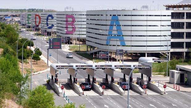 Aparcamientos de la T-4 en Madrid Barajas