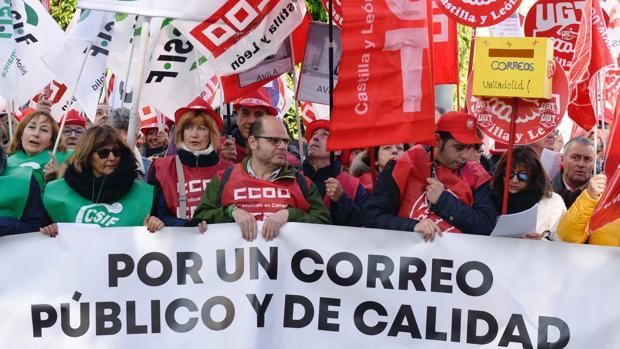 Correos se ha comprometido a lanzar ofertas de empleo para sumar 12.000 trabajadores hasta 2020