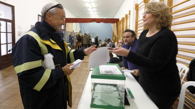 Todos los votos por correo se encuentran ya en las mesas electorales de Andalucía