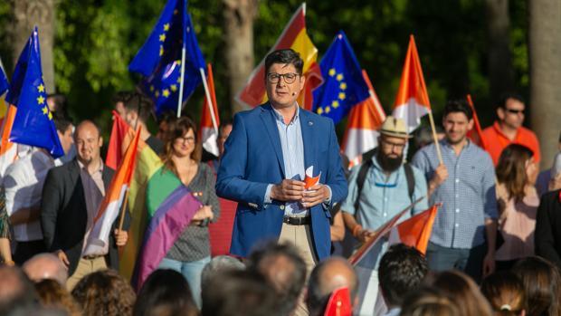 El candidato de Ciudadanos en Sevilla, Álvaro Pimentel, en un acto de campaña