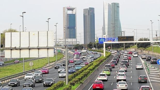 Tráfico denso y retenciones, en el acceso a Madrid por la A-1
