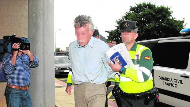 El detenido, a su llegada a los juzgados