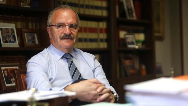 El abogado Félix Mondelo en su despacho