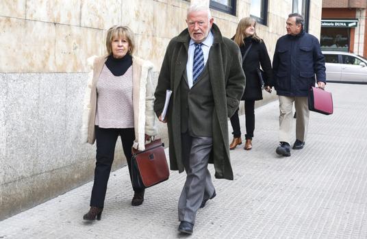 Los exconsejeros Begoña Nuñez, Zenón Jiménez, Olga Palacio y Marcos García a su llegada a los juzgados