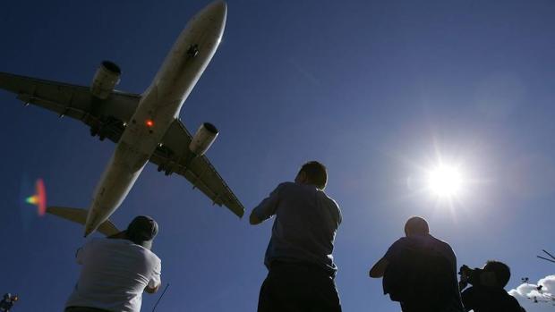 Avión despegando en Los Rodeos, en Tenerife
