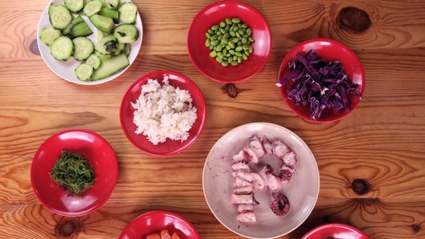 Ingredientes del plato de poké