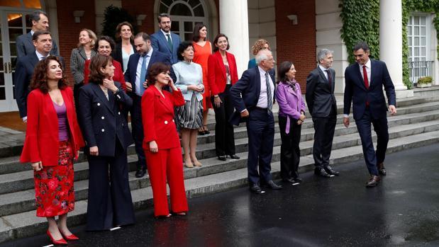 Pedro Sánchez durante la foto oficial de su Gobierno