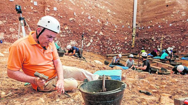 Arqueólogos trabajando en el yacimiento Gran Dolina de Atapuerca