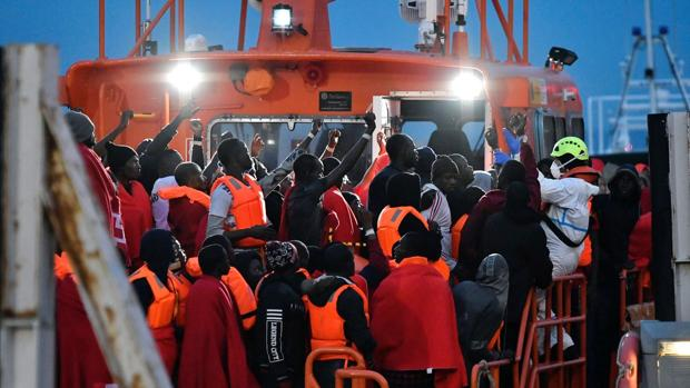 Los efectivos continúan la búsqueda de los 13 desaparecidos en el mar