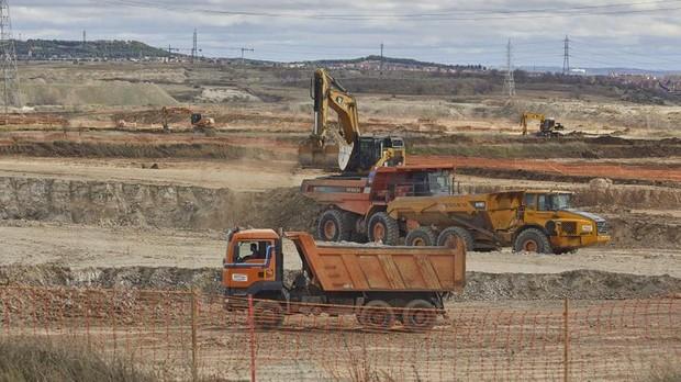 Las excavadoras comienzan los trabajos de urbanización del desarrollo de Los Ahijones