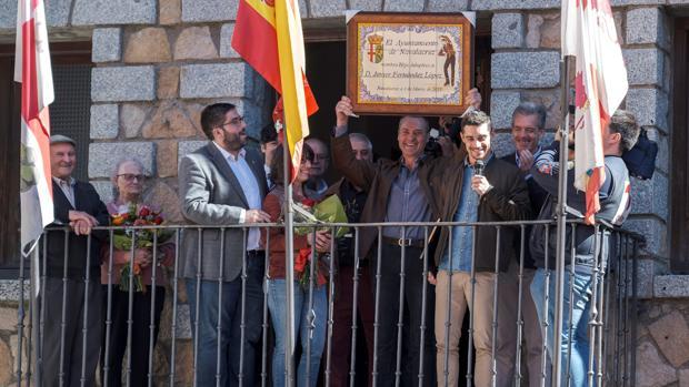 Javier Fernández recibe el título de Hijo Adopptivo de Navalacruz (Ávila), una distinción que ya recibió Iker Casillas en 2015