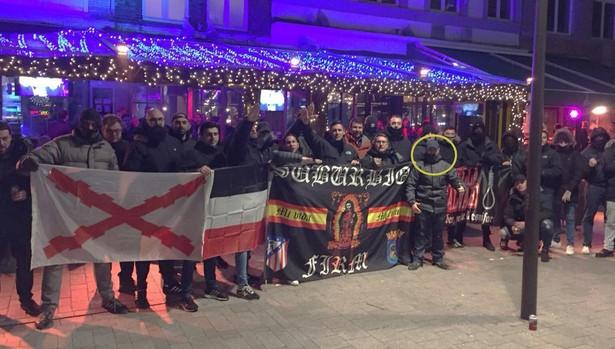Suburbios, con Ricardo Guerra (en un círculo), en Brujas