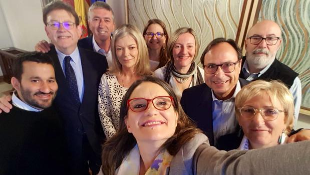 Selfie de este viernes los miembros del Consell