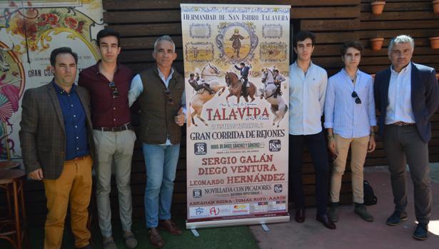 Los novilleros Abrahán Reina, Tomás Rufo y Aarón han asistido a la presentación de los carteles