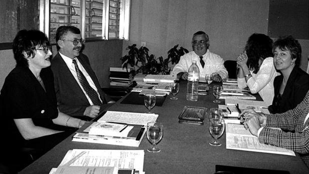 Ángel Mota López en una reunión con médicos polacos de visita a Alicante, en 1997