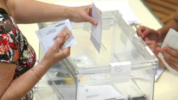 A menos población, menos electores, pero también menos concejales a elegir