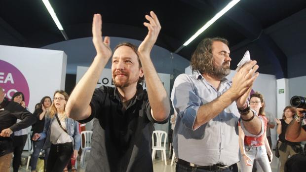 Pablo Iglesias y Rubén Pérez de la Marea de Vigo en un acto celebrado en la ciudad esta mañana