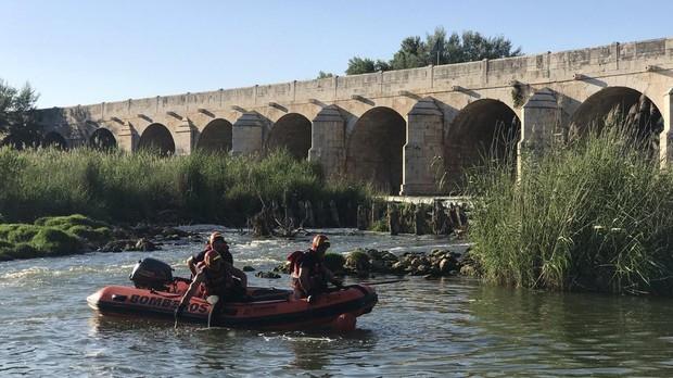 Bomberos de la Comunidad de Madrid en plena labor de búsqueda