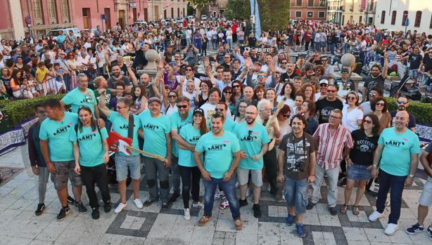 Foto de familia de todos los participantes
