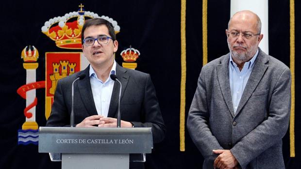 José María Espejo junto a Francisco Igea tras una de las reuniones con el PP celebradas en las Cortes