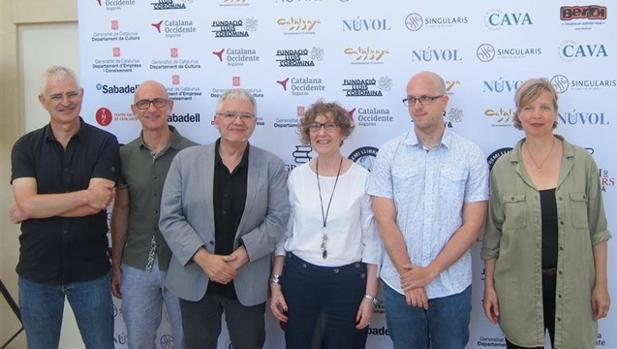 Erpenbeck y Beckmann, a la derecha, junto a parte del jurado del premio