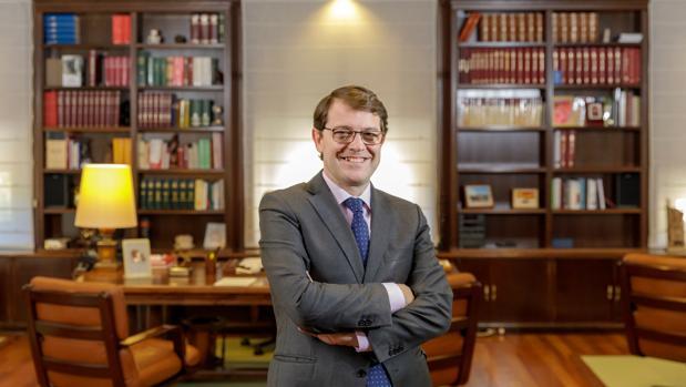 Alfonso Fernández Mañueco, en su despacho de la Junta