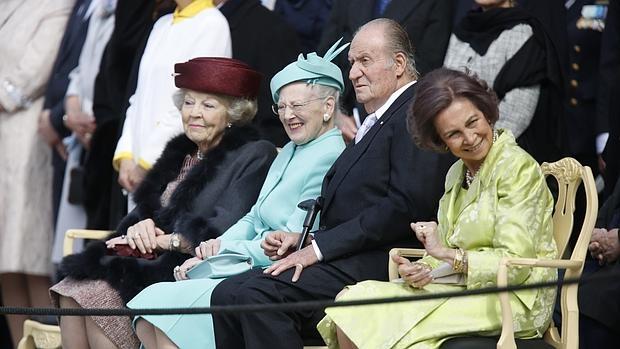 La Princesa Beatriz de los Belgas, la Reina Margarita de Dinamarca, Don JuanCarlos y Doña Sofía