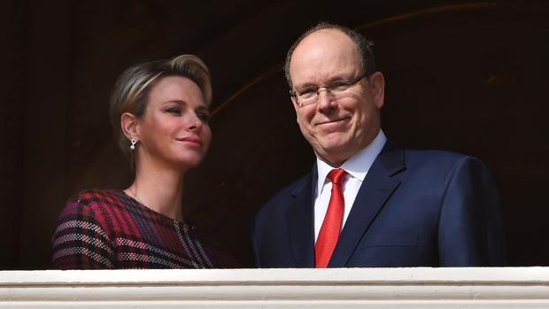 Alberto de Mónaco junto a su esposa, la princesa Charlène